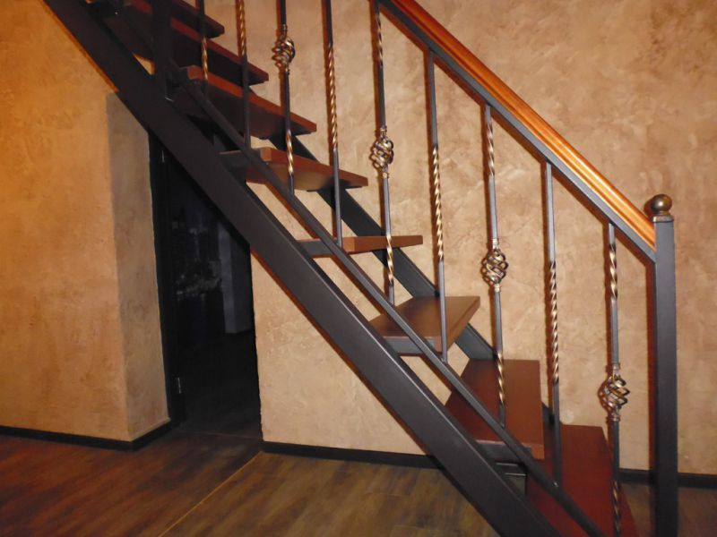Как сделать перила на лестницу из металла