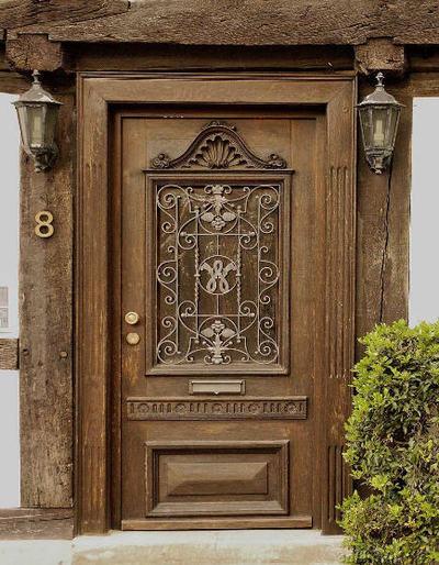 резные входные двери