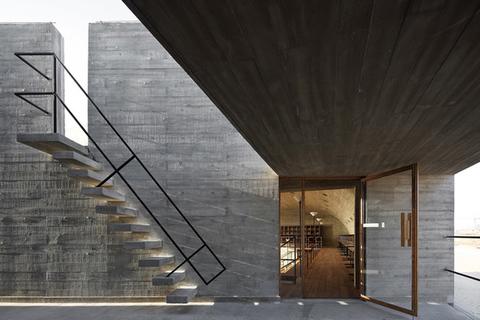 Консольная монолитная лестница