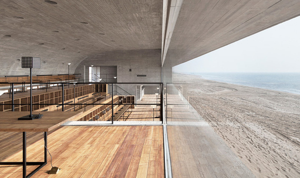 Зал с видом на море
