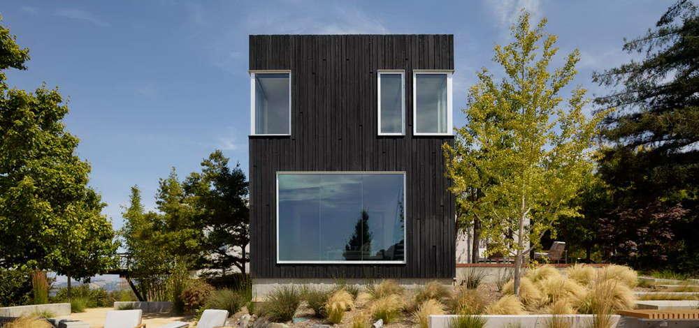 Фасад из обожженной древесины