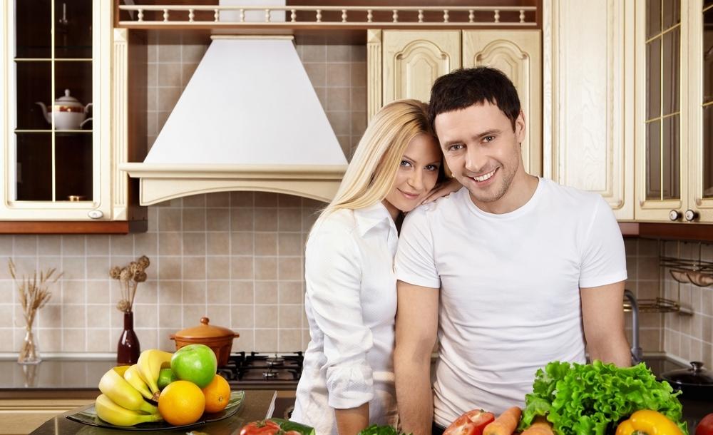 Русская пара на кухне 3 фотография