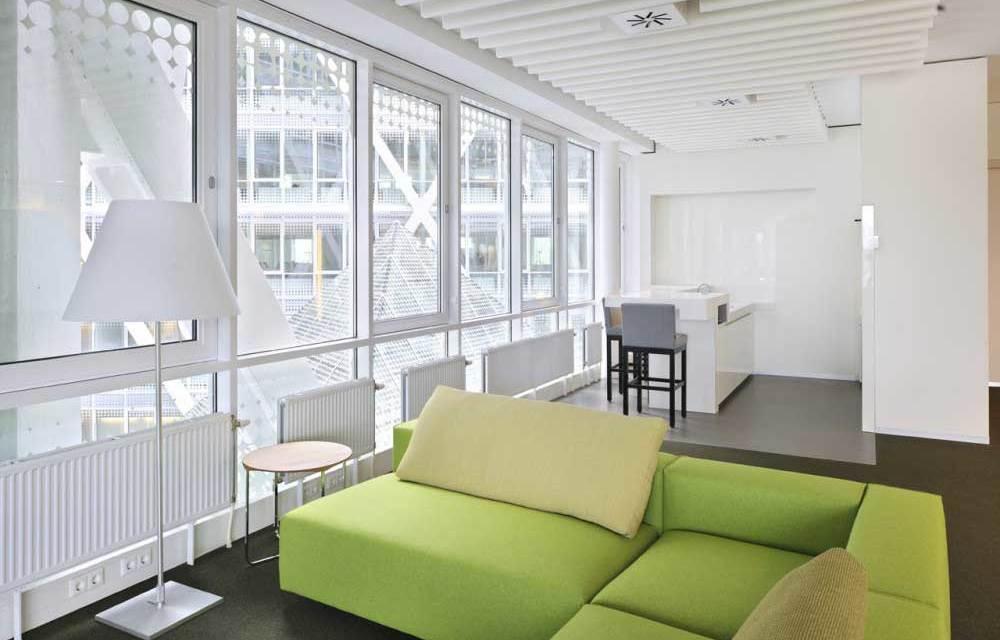 Современный интерьер здания офисов